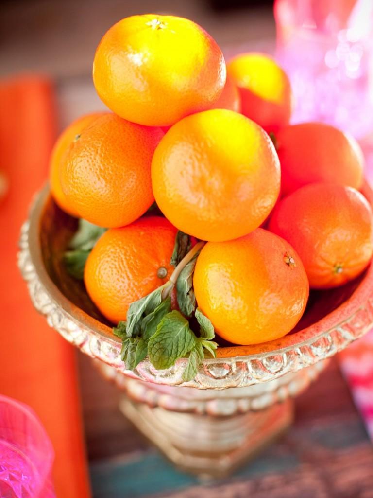 ci-she-n-he-photography_exotic-wedding-fruit-centerpiece_s3x4-jpg-rend-hgtvcom-1280-1707