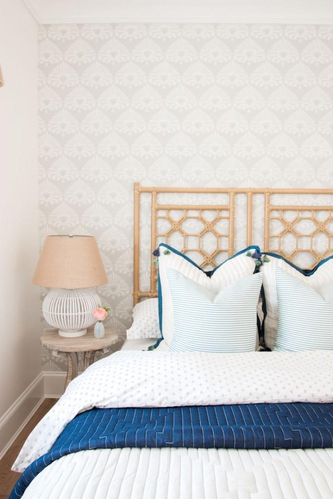 2a18e024d446bbfe10e49480e096f621--blue-white-bedrooms-bedroom-interiors